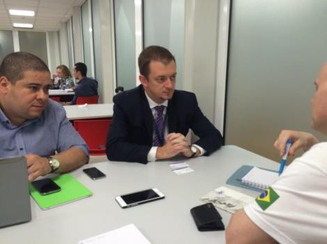 Dr Leonardo Mataruna meets Dr Andrew Parsons, president of the Brazilian Paralympic Committee.